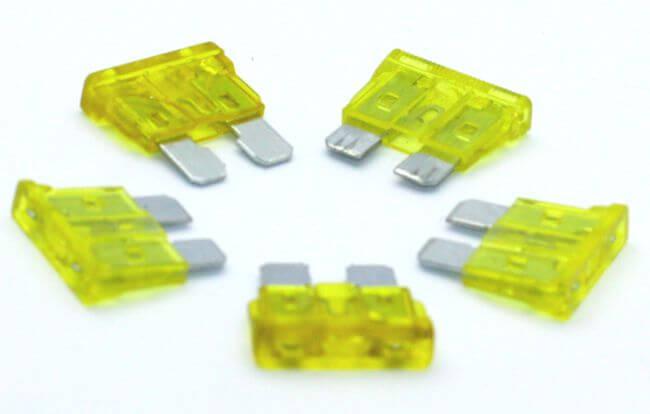 Blade Fuse 20 Ampere (5 Pcs Pack)